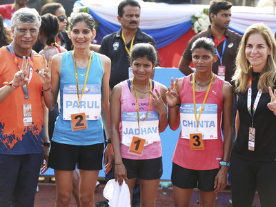 Indian_elite_womens_at_the_finish_line_at_the_tcs_w10k_2019_400x300