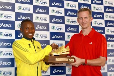 Nathan Clayton presents Geoffrey Mutai the acclaimed Golden Shoe Trophy