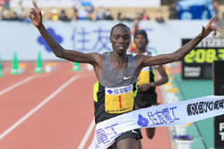 Vincent Kipruto wins the Lake Biwa Mainichi Marathon