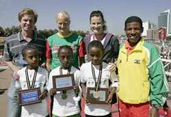 young runners in the AIMS Children's Series 2007 at the first event, in Tindouf, Algeria, on 27 February 2006.