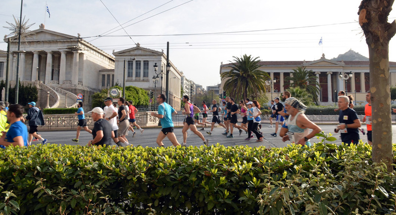 Runners_in_the_athens_city_center