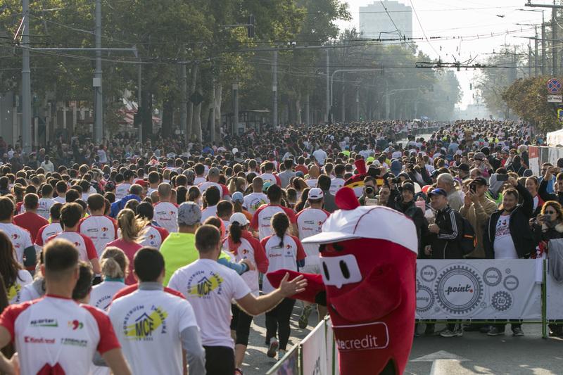 17000 people