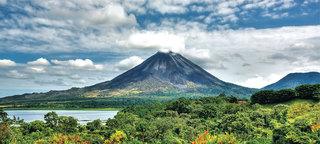 Arenal volcano splash