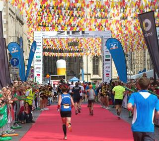 Crmuenster 2021 roter teppich prinzipalmarkt muenstermarathon16 643 fvv 683x1024